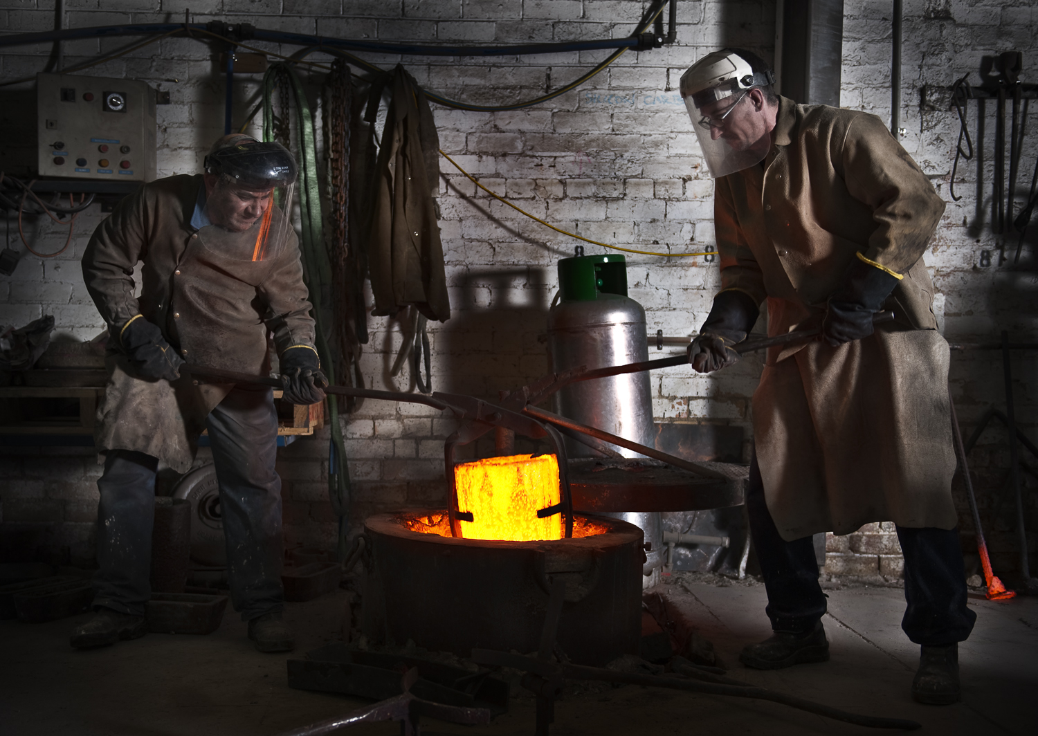 Cameron and Naz during a bronze pour at the Fundere Artist Foundry