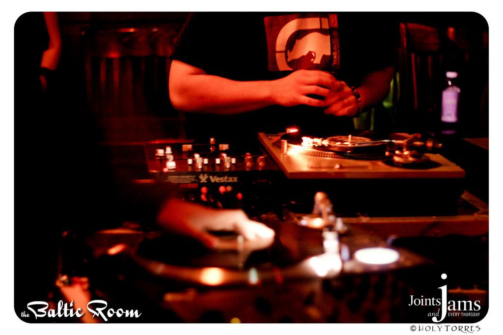 JJ20100506-142-XL.jpg