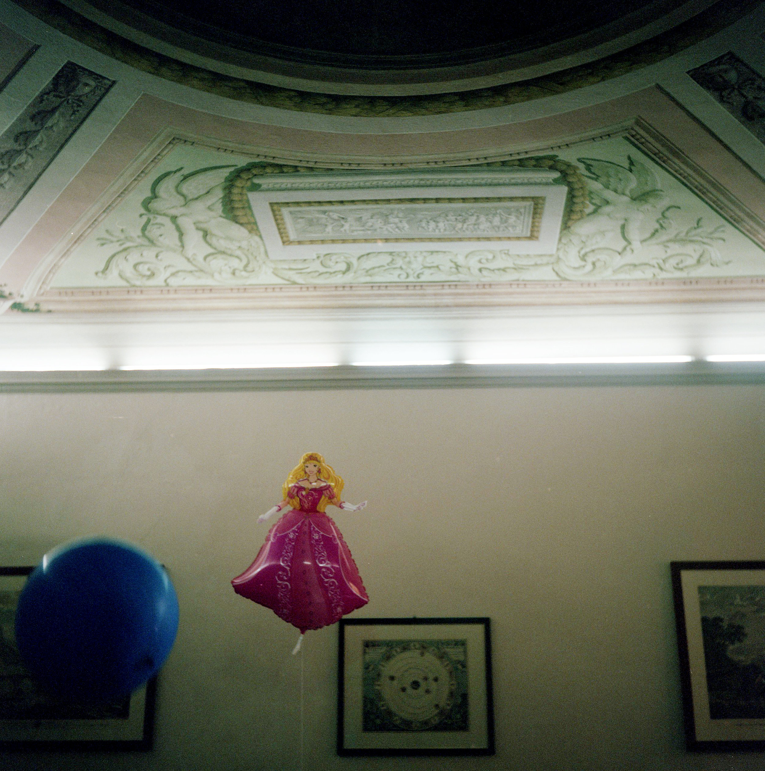Principessa Balloon with fresco living room ceiling, Cortona, Italy