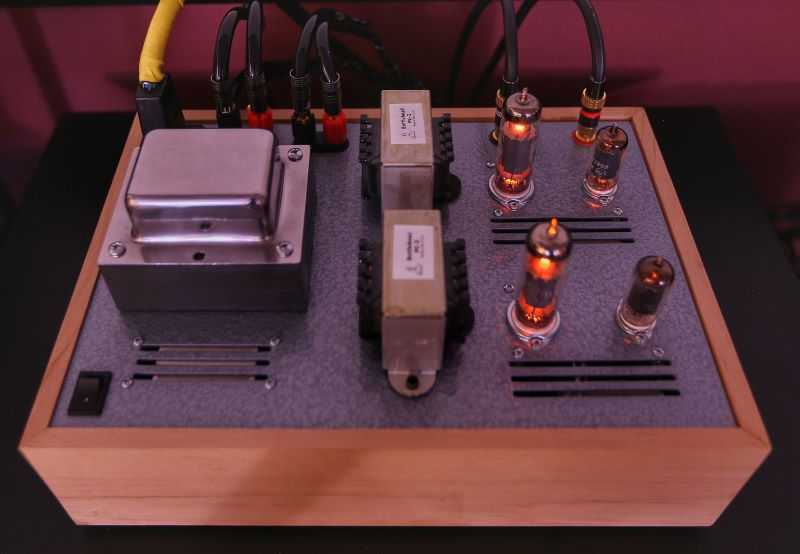 Pentode Stereo single ended power amp using SEDCTR circuit technology by Paul Joppa All pentode tube complement – 2x6AU6 and 2xEL84 Two stage direct coupled circuit with no global negative feedback 4 watts per channel, strappable to create an 8 watt parallel single ended monoblock amp