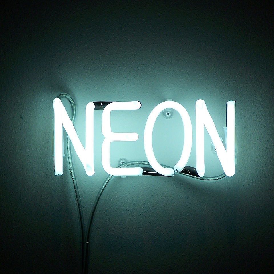 1280px-Neon.JPG