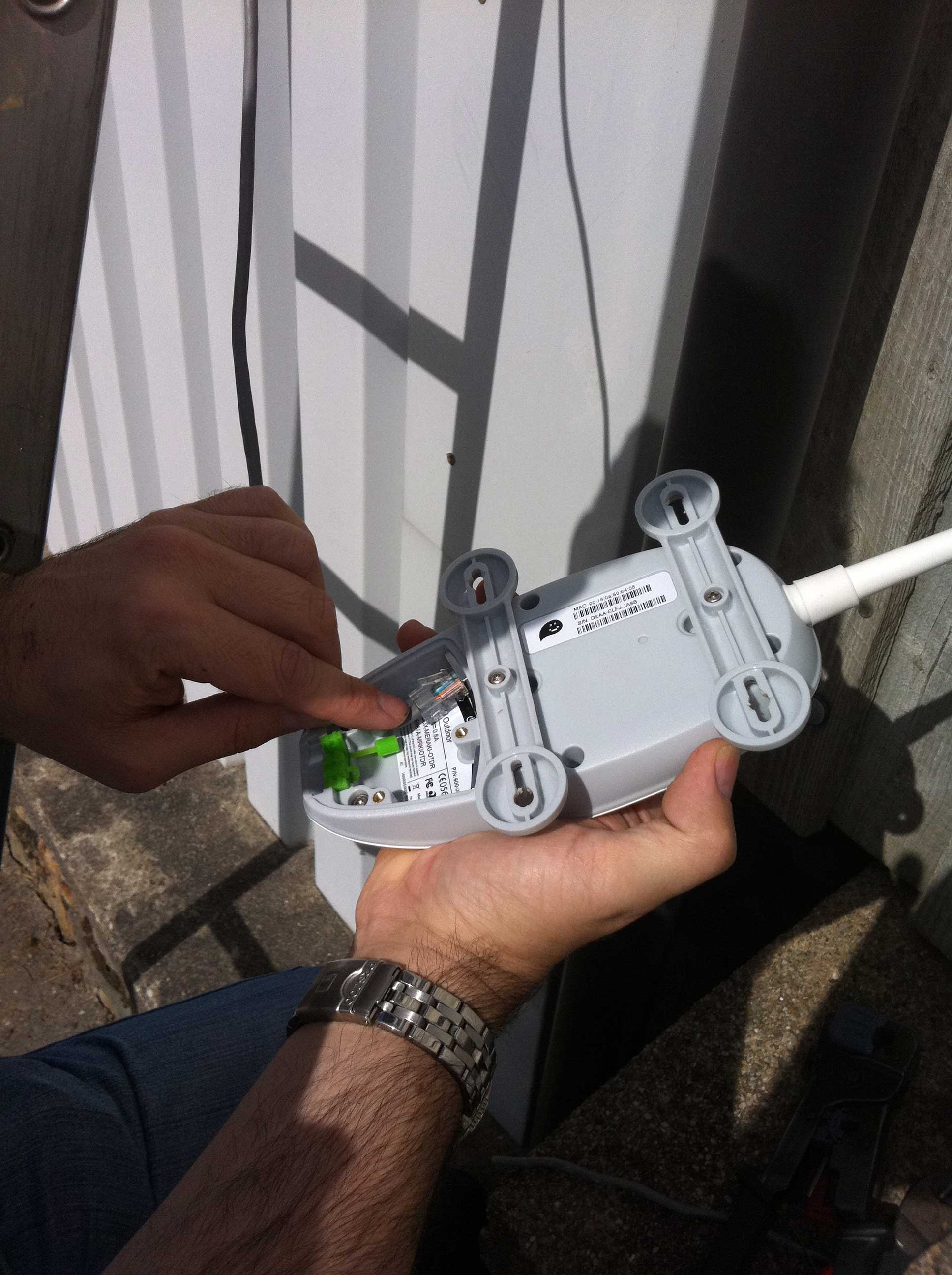 Connecting the cable to the Meraki Outdoor Unit