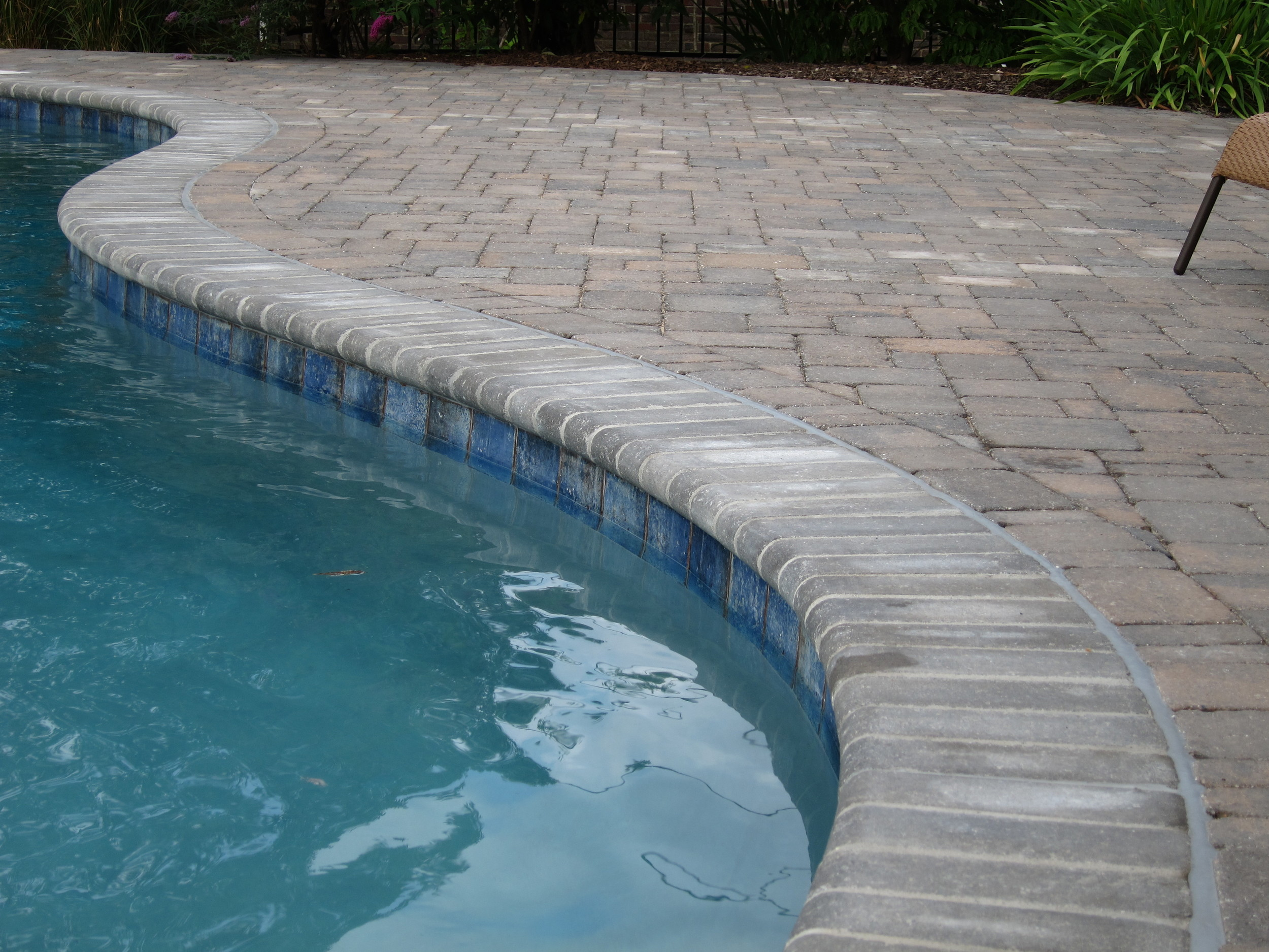 Bullnose Paver in Sable Blend color.