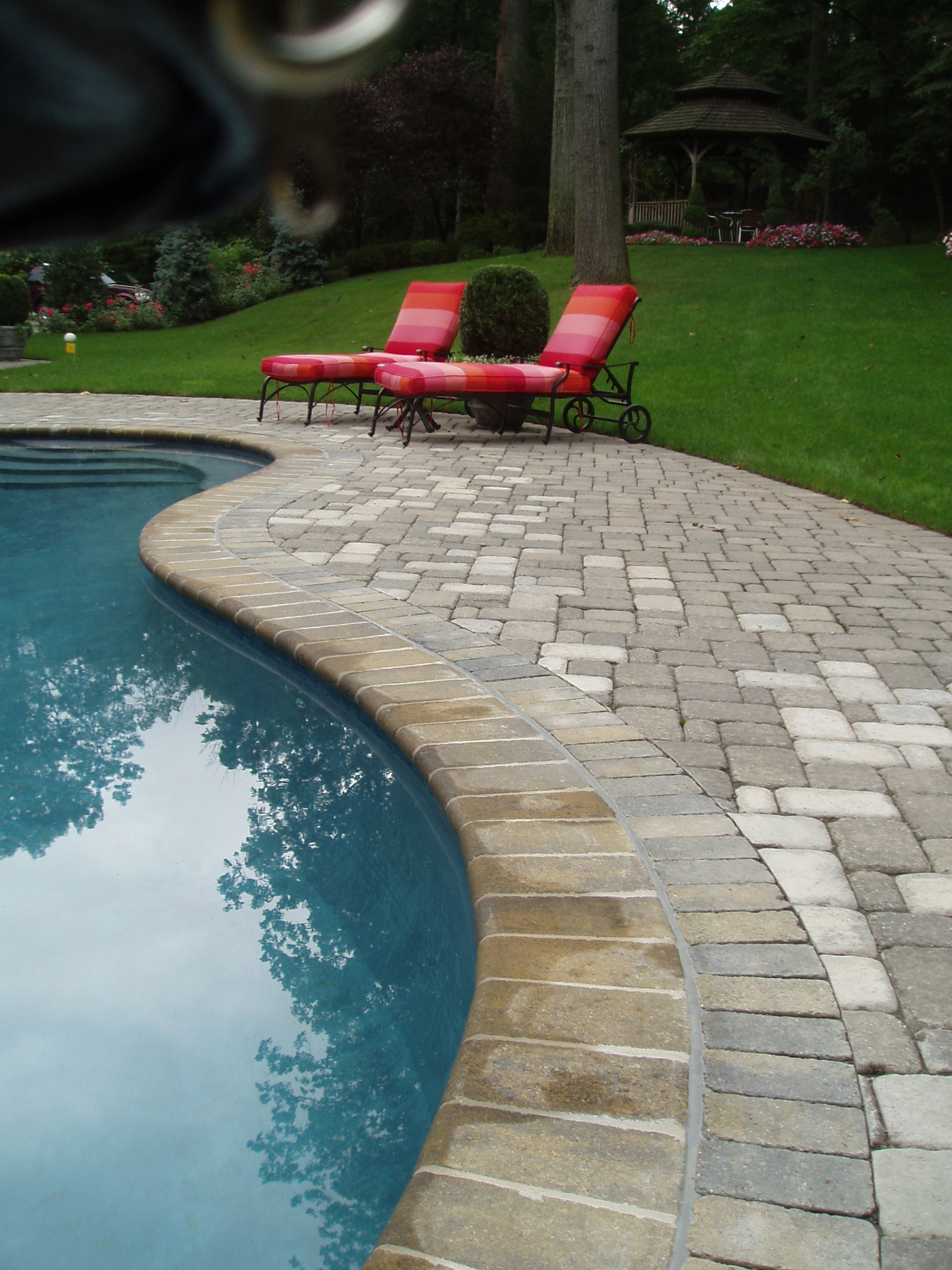 Bullnose Paver in Moss Blend color.