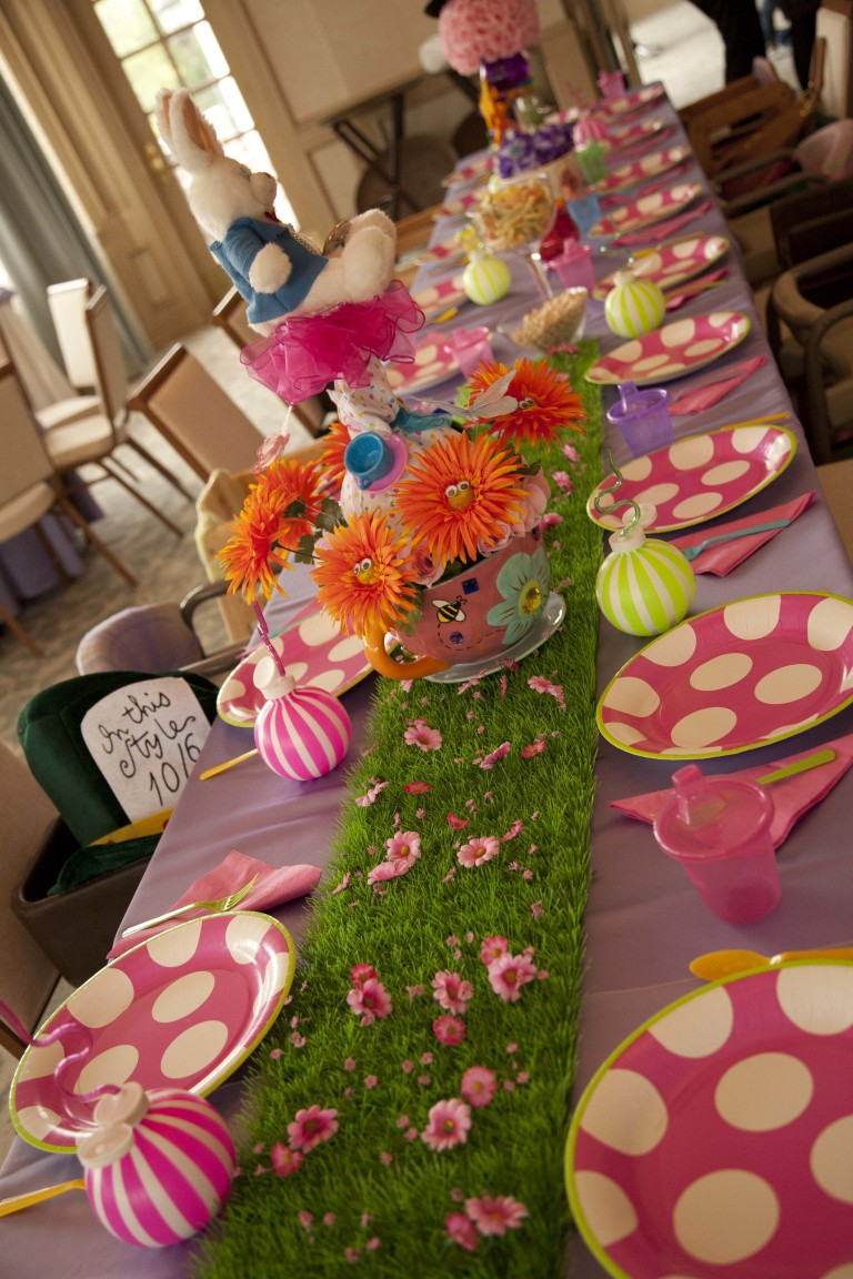 Alice in Wonderland Table Deco