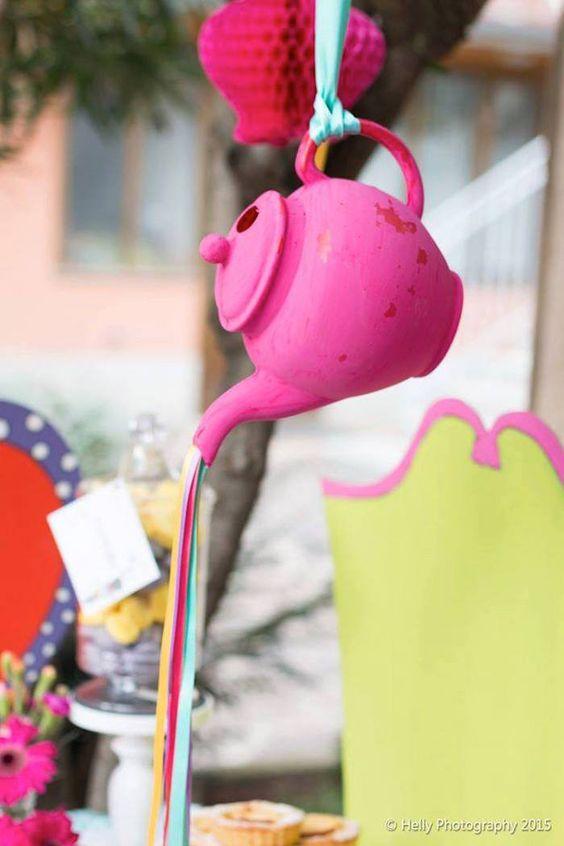 Alice in wonderland teapot wonder kids
