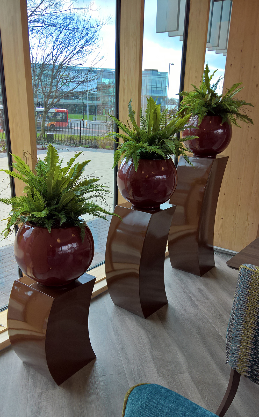 pedestals-with-big-bowls.png