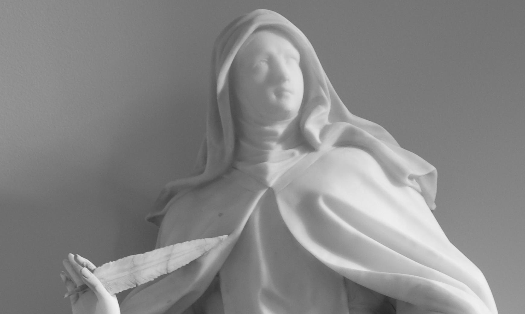 Statue de Sainte Thérèse de Jésus dans la chapelle