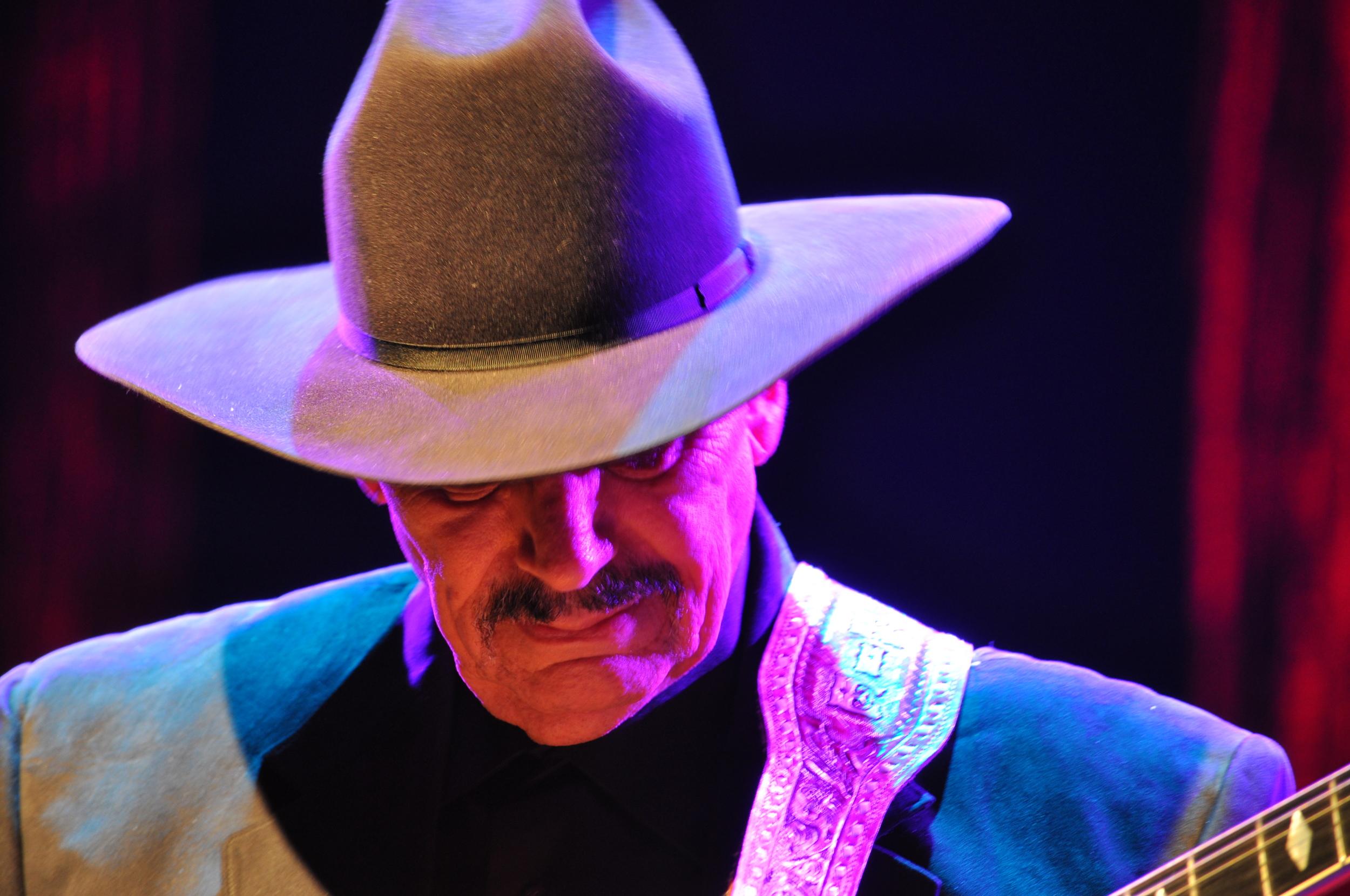 Nokie Edwards Rock Hall Of Fame recipient