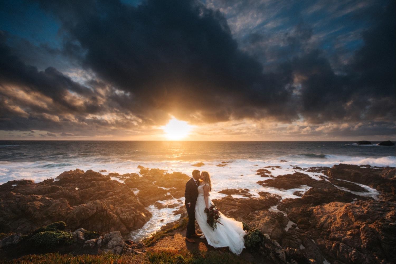 01_KBelope-657_adventurous_blooms_elopement_bigsur_extravaganza_big_sunset_elopementphotographer_zoe_wandering_burchard_romantic_adventure_sur_photographer.jpg