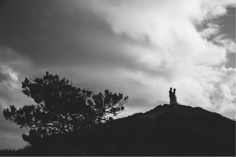 44_KBelope-394_adventurous_holdinghands_blackandwhite_elopementphotographer_elopement_bigsur_blooms_big_sunset_extravaganza_zoe_wandering_burchard_romantic_adventure_b&w_sur_photographer.jpg