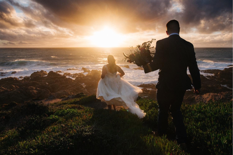 62_KBelope-640_adventurous_blooms_elopement_bigsur_extravaganza_big_sunset_elopementphotographer_zoe_wandering_burchard_romantic_adventure_sur_photographer.jpg