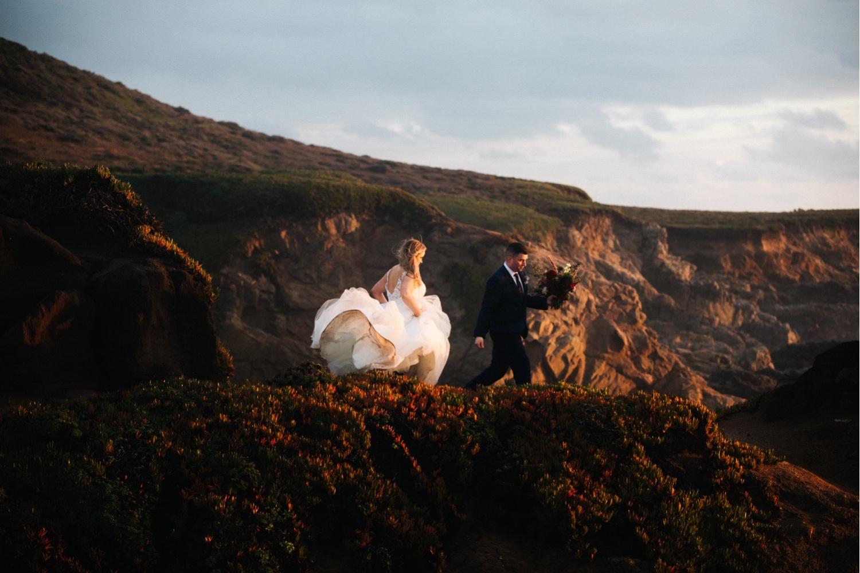 72_KBelope-671_adventurous_blooms_elopement_bigsur_extravaganza_big_sunset_elopementphotographer_zoe_wandering_burchard_romantic_adventure_sur_photographer.jpg