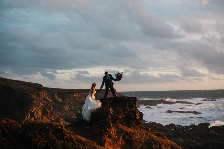73_KBelope-672_adventurous_blooms_elopement_bigsur_extravaganza_big_sunset_elopementphotographer_zoe_wandering_burchard_romantic_adventure_sur_photographer.jpg