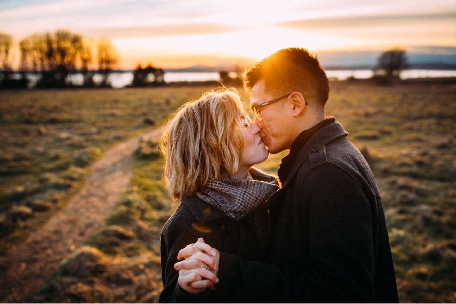 24_MC-113_champagne_sunsetproposal_adventure,_adventurous,_discoverypark_zoe_elopement_elopementphotographer_zoeburchardstudio_seattlebride_sunset_burchard_proposal,_seattle_photographer.jpg