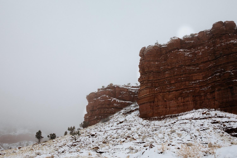 01_winter_desert_snow_zoeburchardstudio_utah_zoeburchard_elopement_redrocks_elopementphotographer.jpg