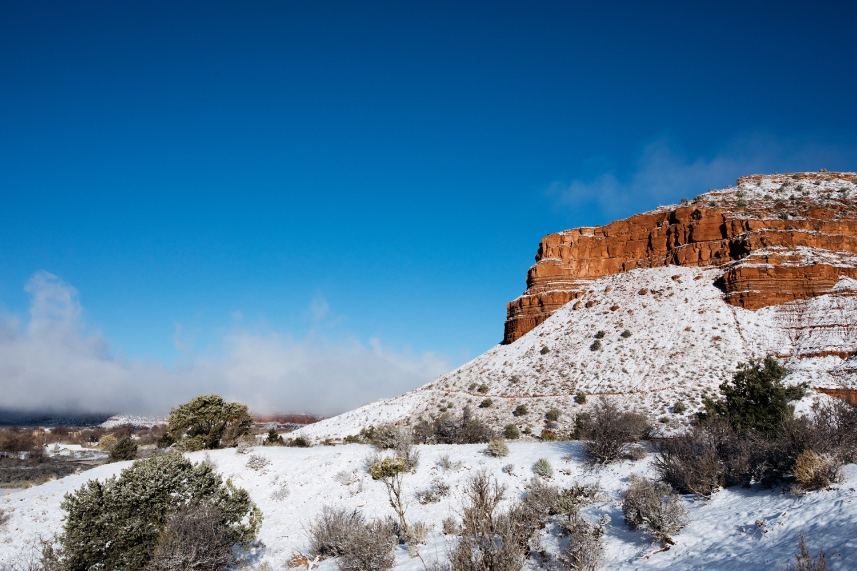 28_winter_desert_snow_zoeburchardstudio_utah_zoeburchard_elopement_redrocks_elopementphotographer.jpg