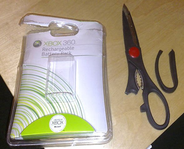 one-consumer-broke-his-scissors-on-an-xbox-chargers-tightly-sealed-plastic-shell
