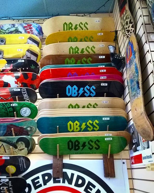 New selection of @obsurfandskate shop decks! Every size between 7.25 and 10 inches, popsicles and even some custom shapes 😎 Come represent OB! 🌴☀️🌊