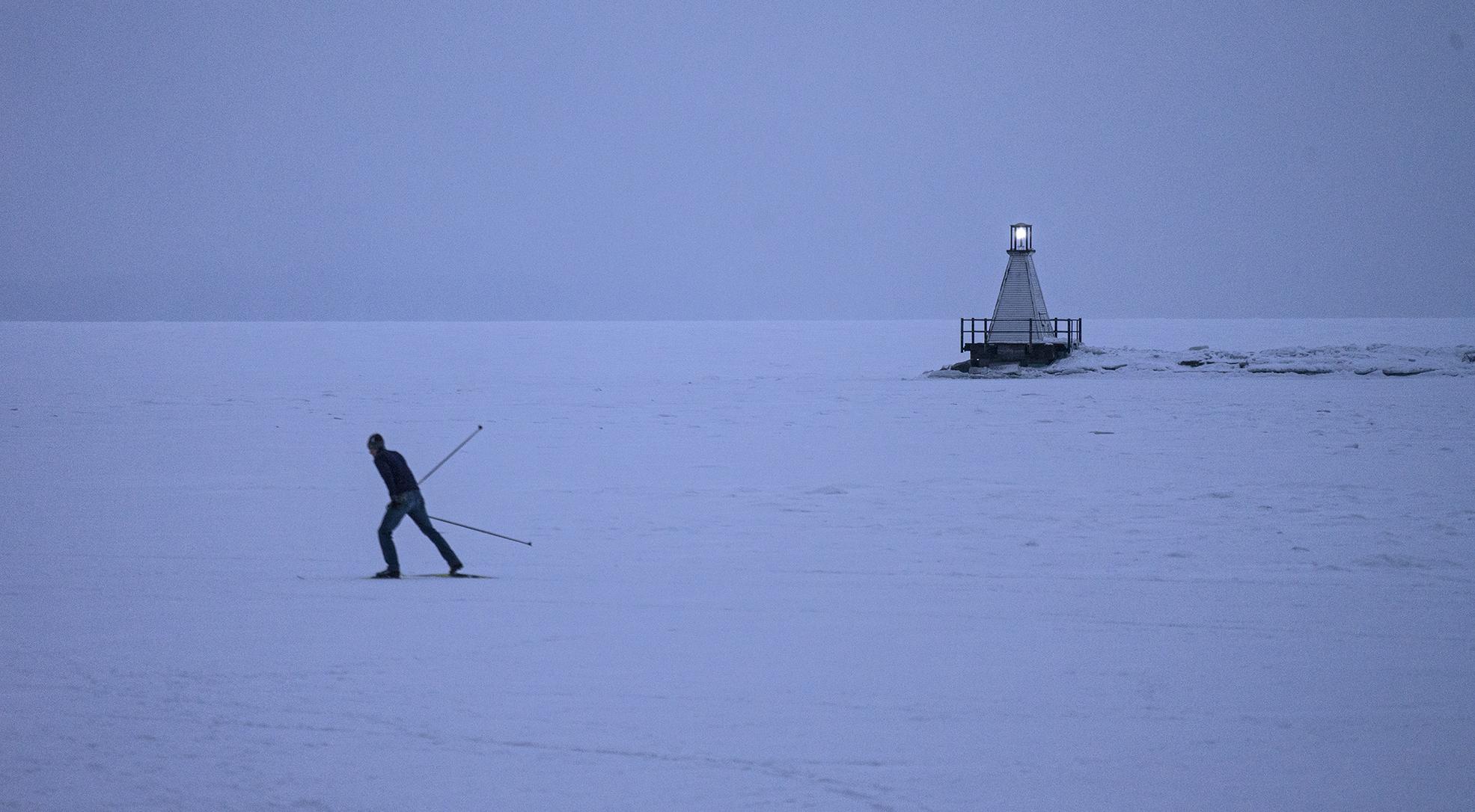 skier-w.jpg