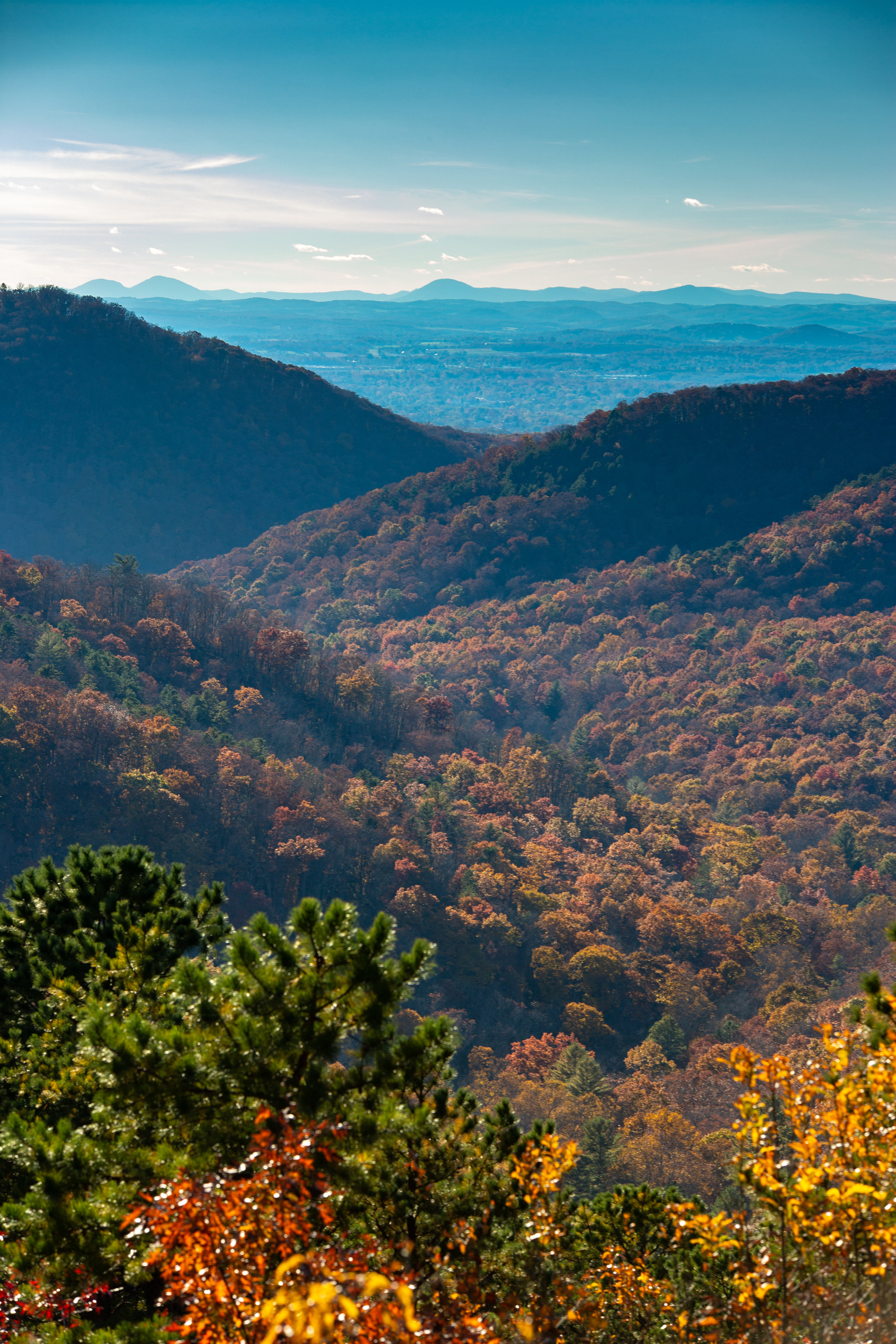 Shenandoah-National-Park-blue-ridge-parkway-day-mountains-afternoon-haze-layers-distance-texture-trees-fall-range-blue-depth