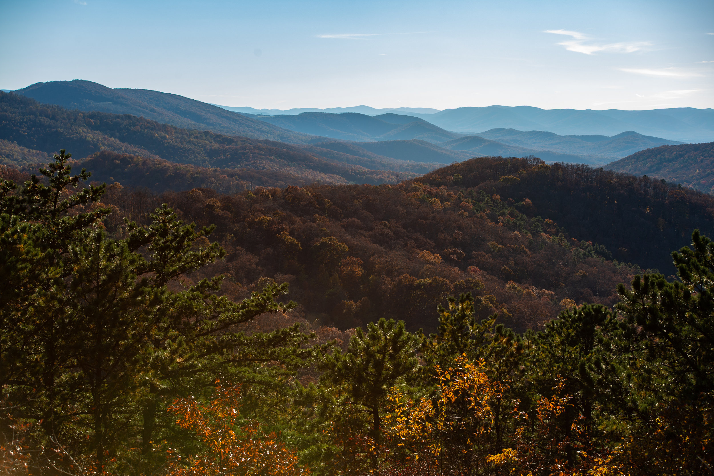 Shenandoah-National-Park-blue-ridge-parkway-day-mountains-afternoon-haze-layers-distance-texture-trees-fall