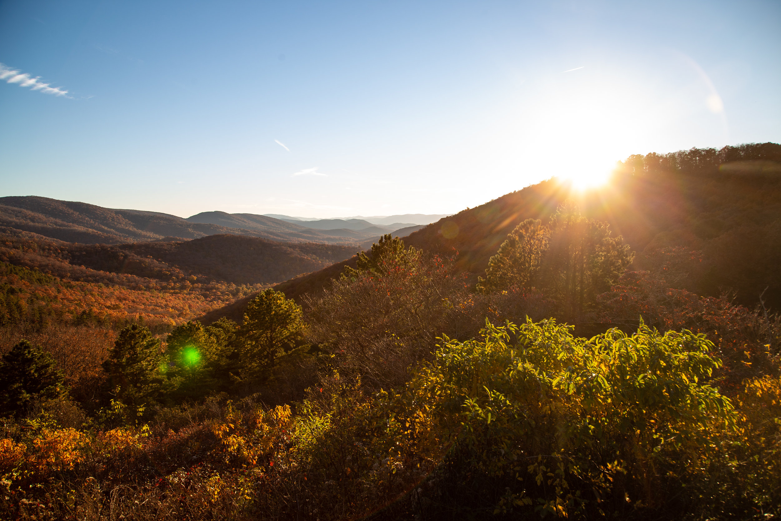 Shenandoah-National-Park-blue-ridge-parkway-day-mountains-afternoon-haze-layers-distance-texture-trees-fall-sunset-evening-sunflare-sun-flare
