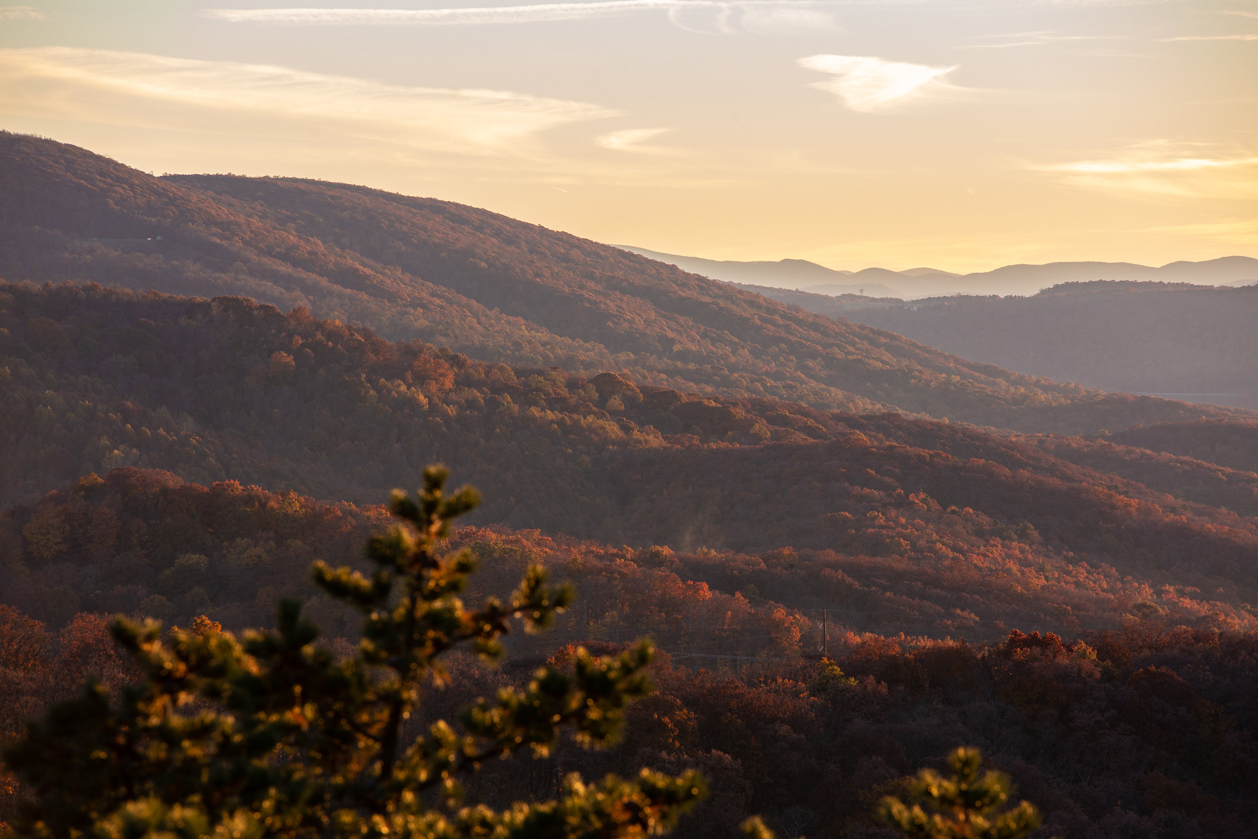 Shenandoah-National-Park-blue-ridge-parkway-day-mountains-afternoon-haze-layers-distance-texture-trees-fall-sunset-evening-calm