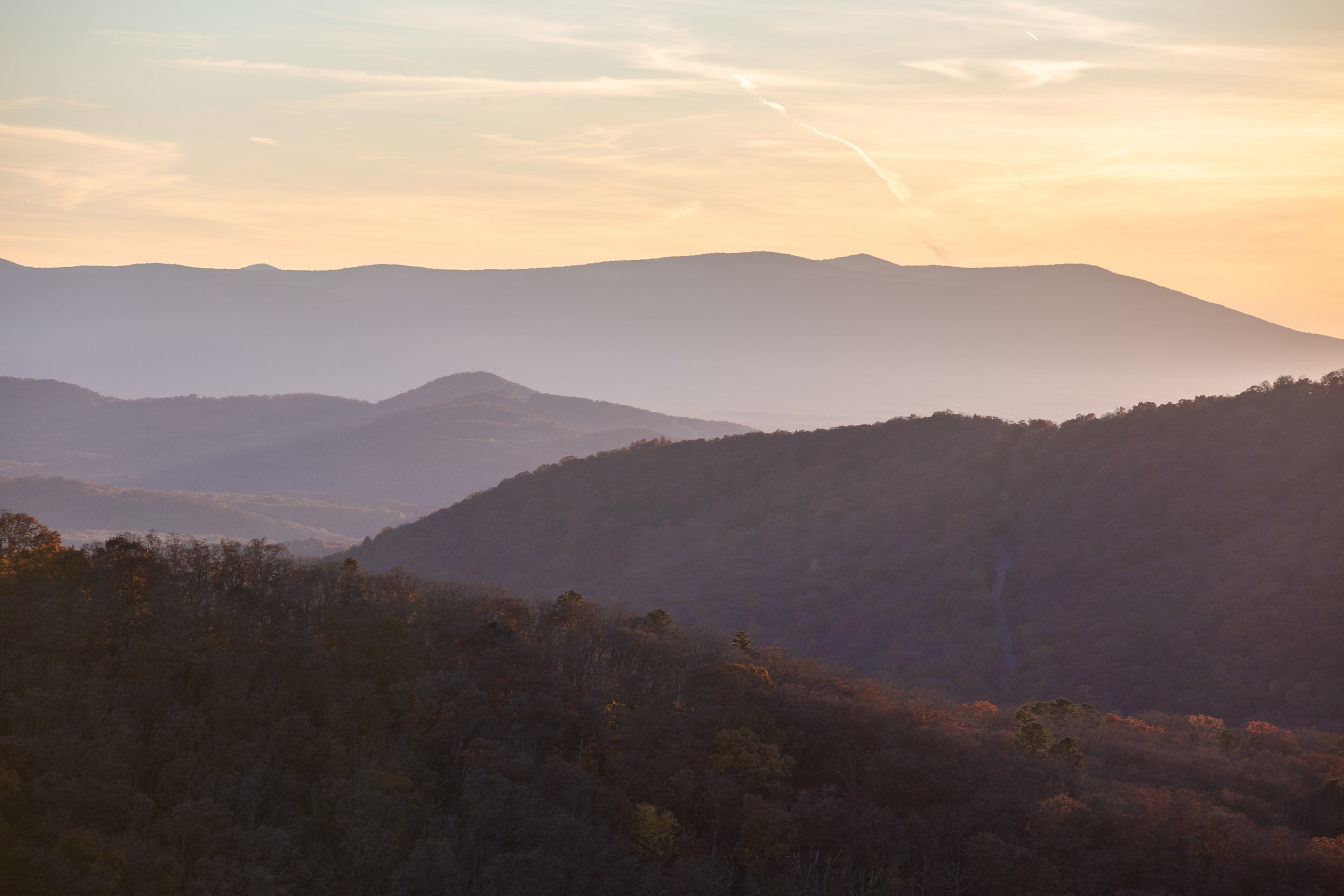 Shenandoah-National-Park-blue-ridge-parkway-day-mountains-afternoon-haze-layers-distance-texture-trees-fall-sunset-evening