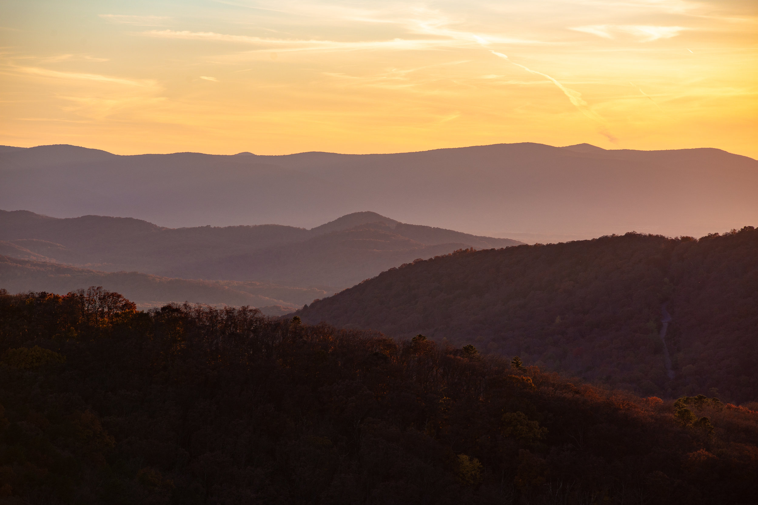 Shenandoah-National-Park-blue-ridge-parkway-day-mountains-afternoon-haze-layers-distance-texture-trees-fall-sunset-evening-red