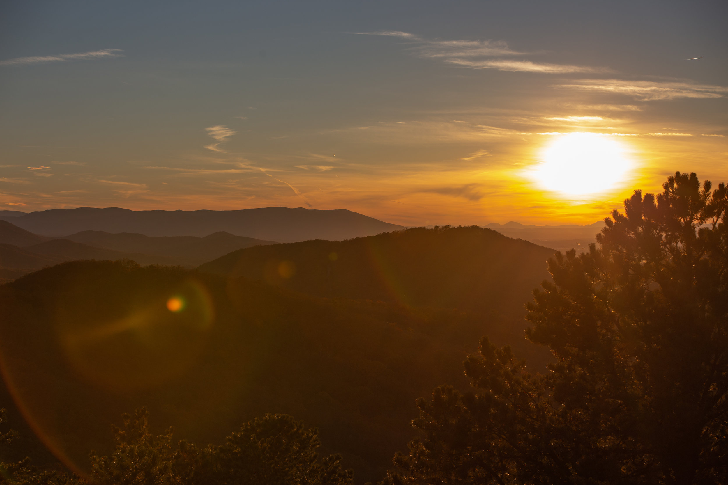 Shenandoah-National-Park-blue-ridge-parkway-day-mountains-afternoon-haze-layers-distance-texture-trees-fall-sunset-evening-sunflare