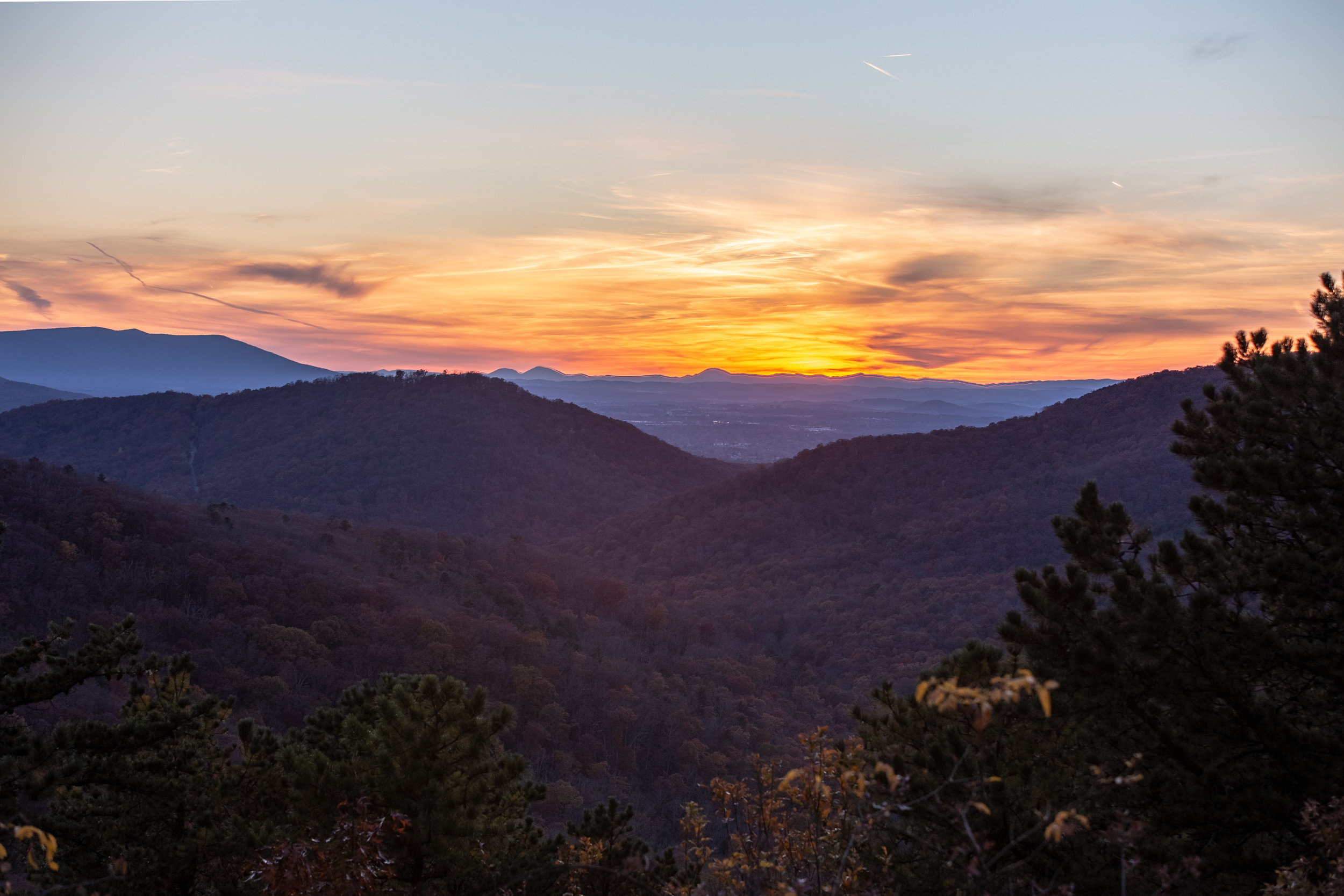 Shenandoah-National-Park-blue-ridge-parkway-day-mountains-afternoon-haze-layers-distance-texture-trees-fall-sunset-evening-HDR-Dark-Orange-blue-red
