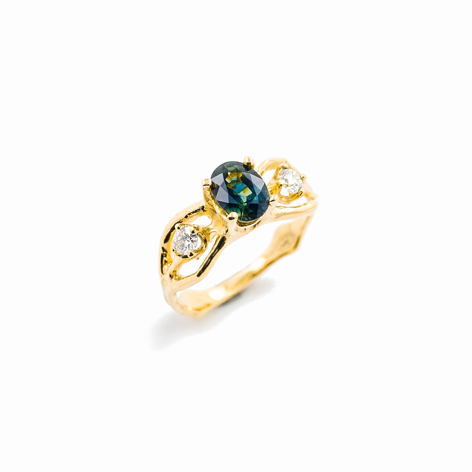 Unfolding Ring | 18ct yellow gold, sapphire, white diamonds.