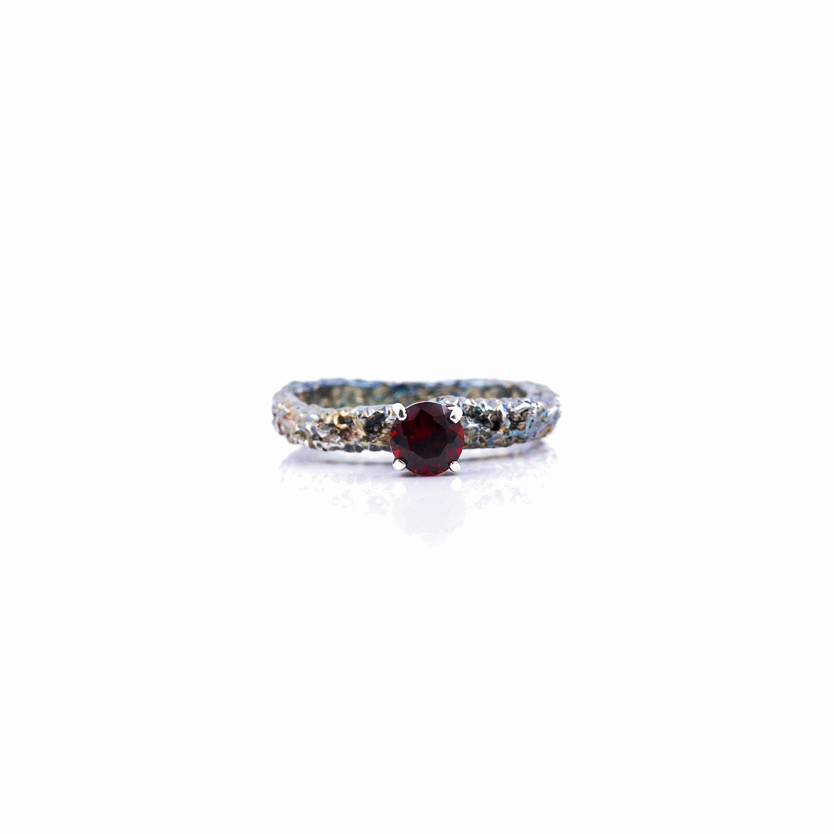 Graceful Inner Islands Solitaire Ring | Sterling silver, garnet, patina.
