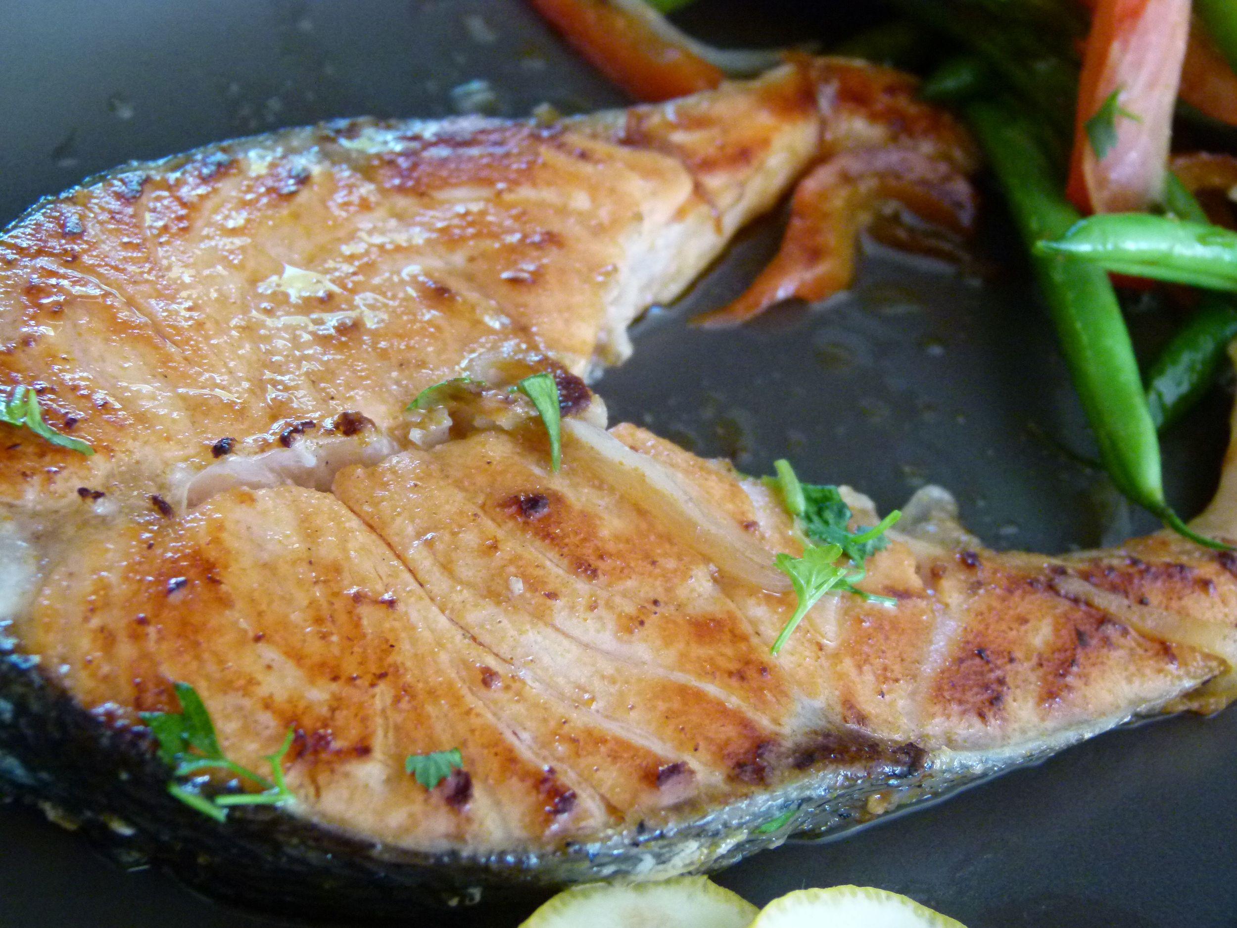 Salmón con sabores del sudeste asiático