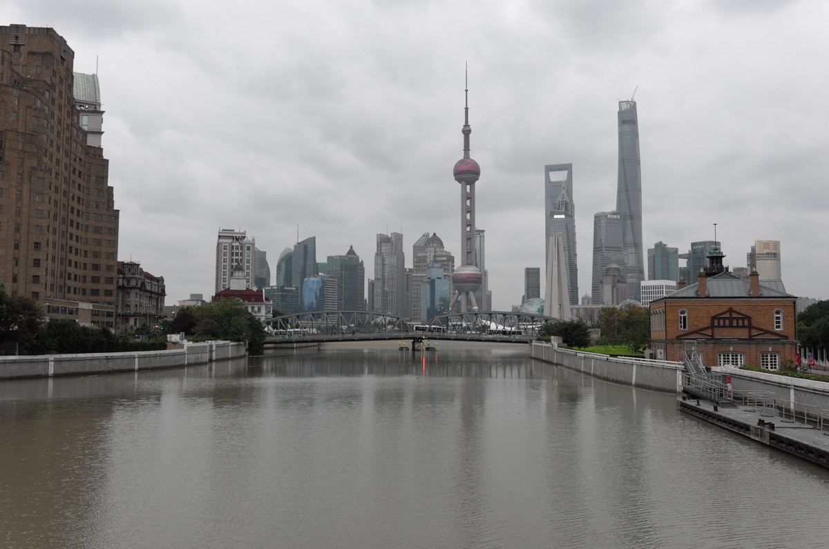 A view from Puxi to Pudong. The building on the left was the original 'Expat' compound , the only places for westerners to stay during the 1920's and 1930's , apparently it was a rip roaring den of iniquity ...pretty much like most of Shanghai today ;-)