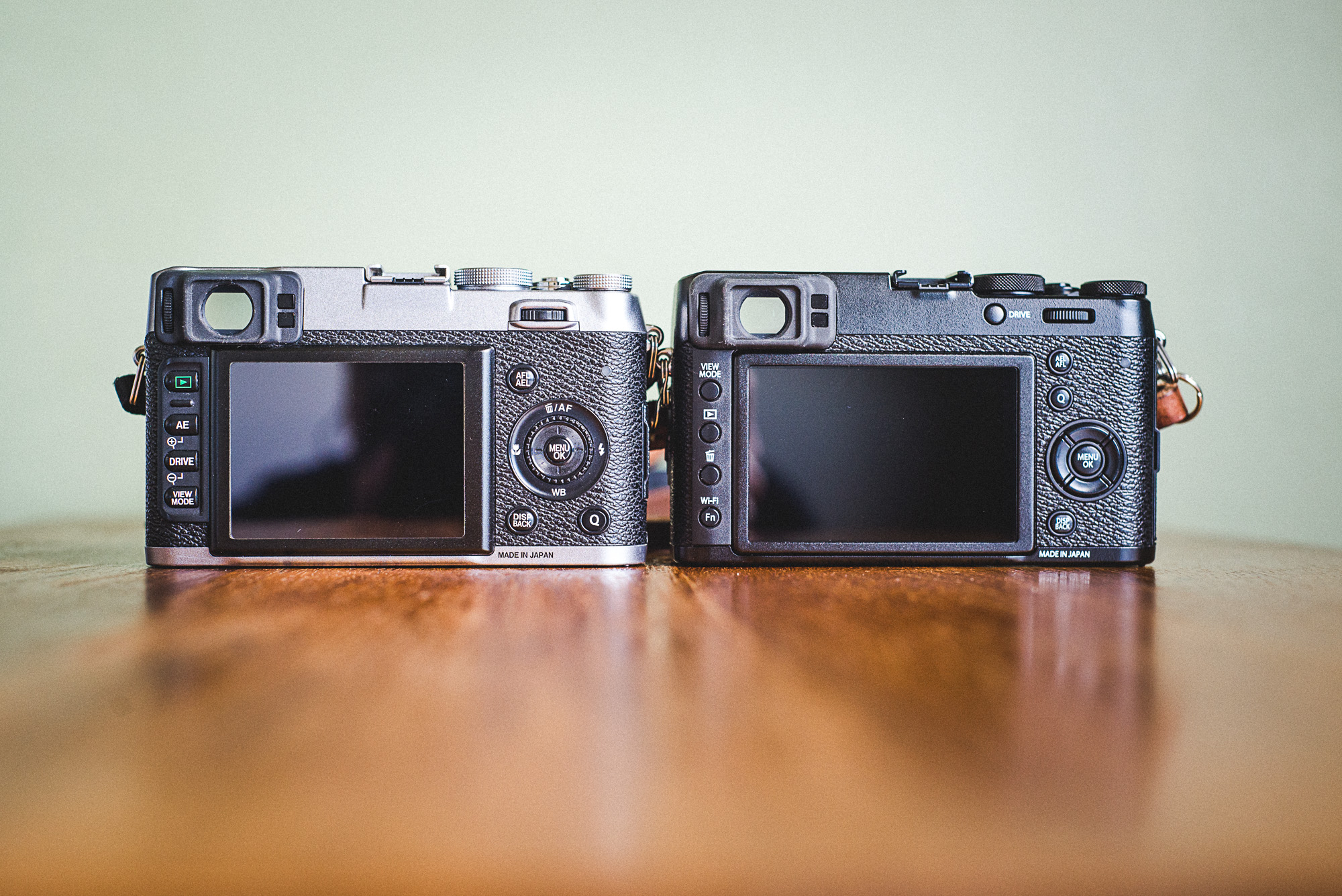 Left : X100S  Right : X100T