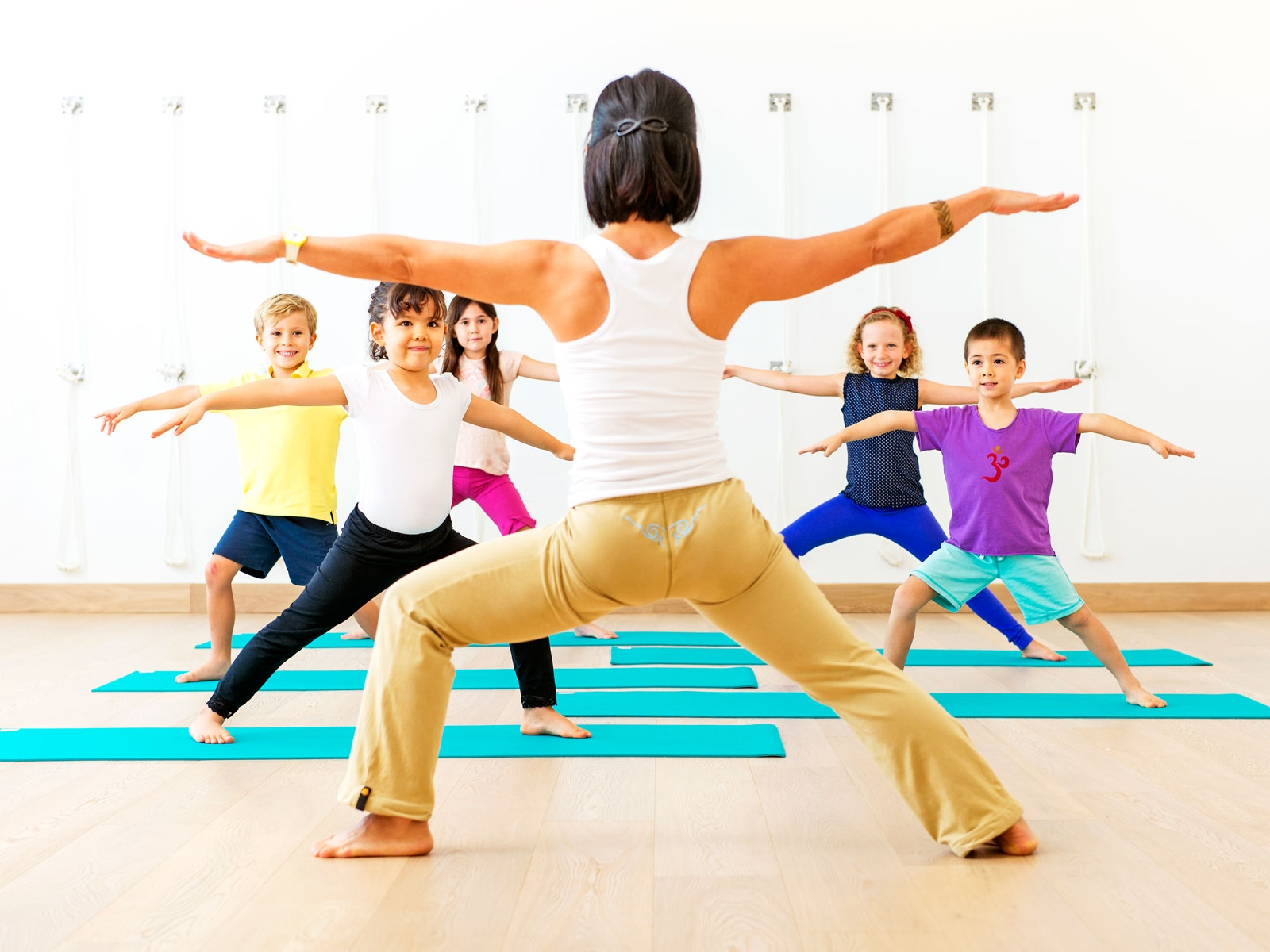 csue_bkg_kids_yoga_0-1.jpg