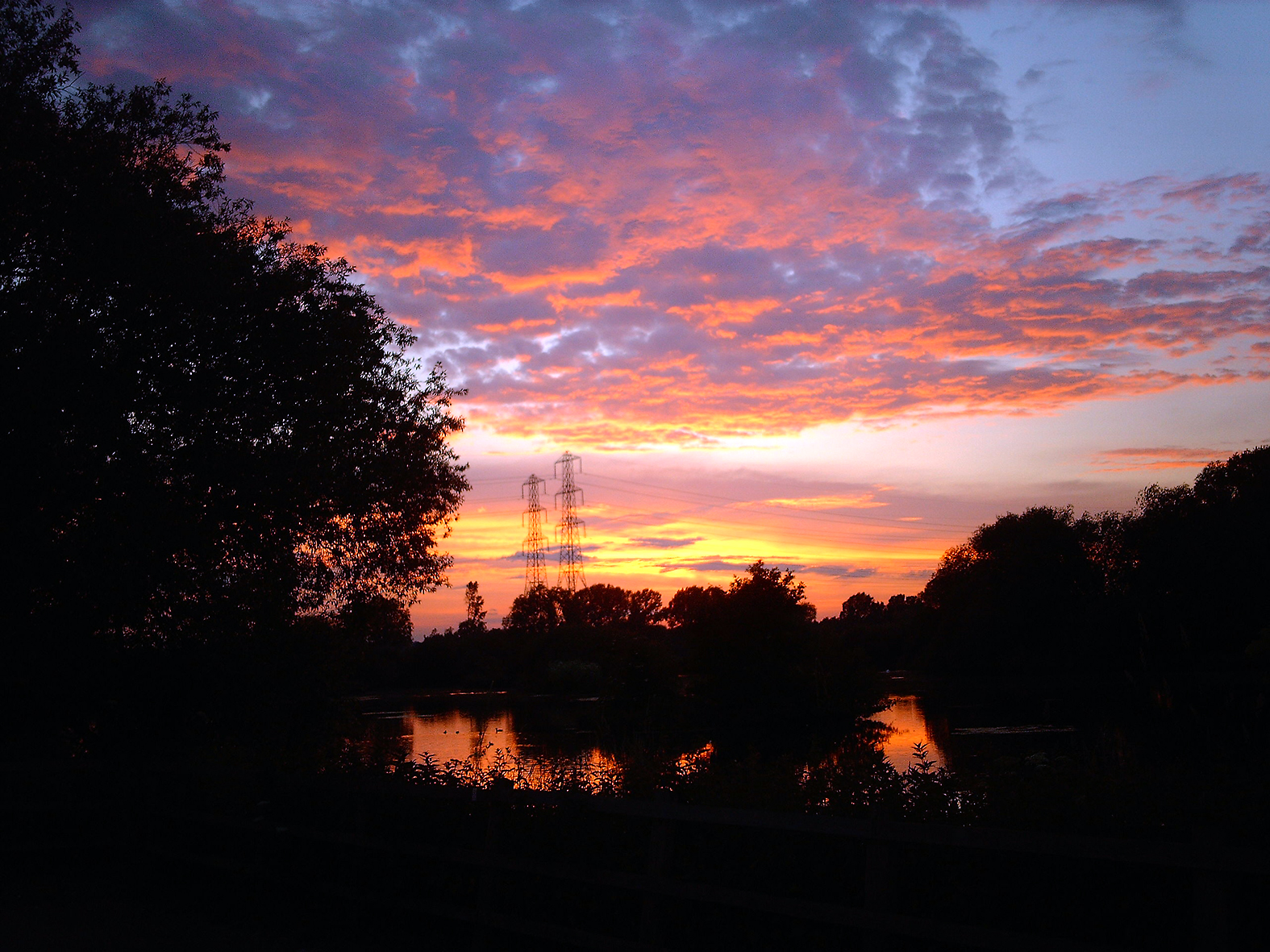 Can't beat a beautiful sunset. I was barbel fishing at Fisher's Green