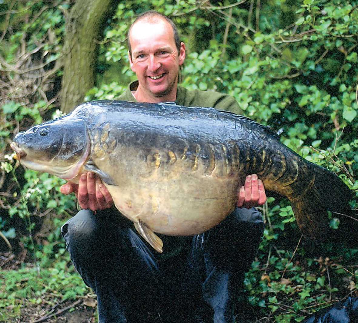 When Dave Forward wasn't watching his mate feed the sheep, he caught the odd fish... the Kingsmead mirror