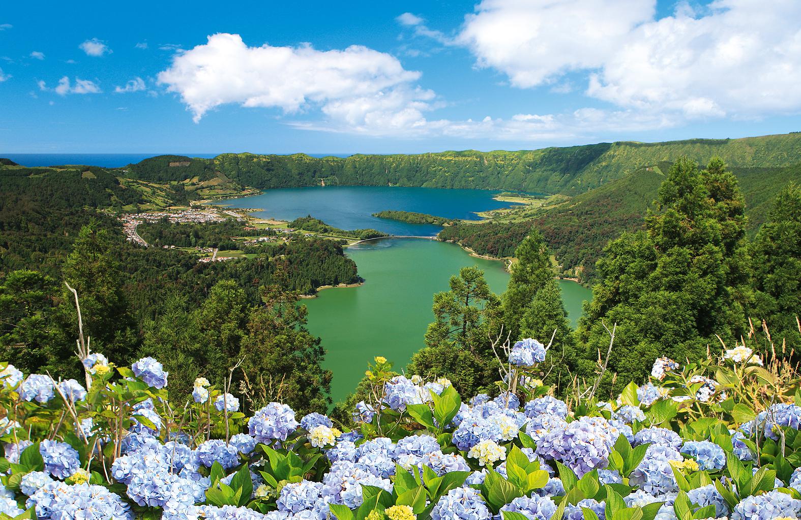 The stunning view over Lagoa das Sete Cidades