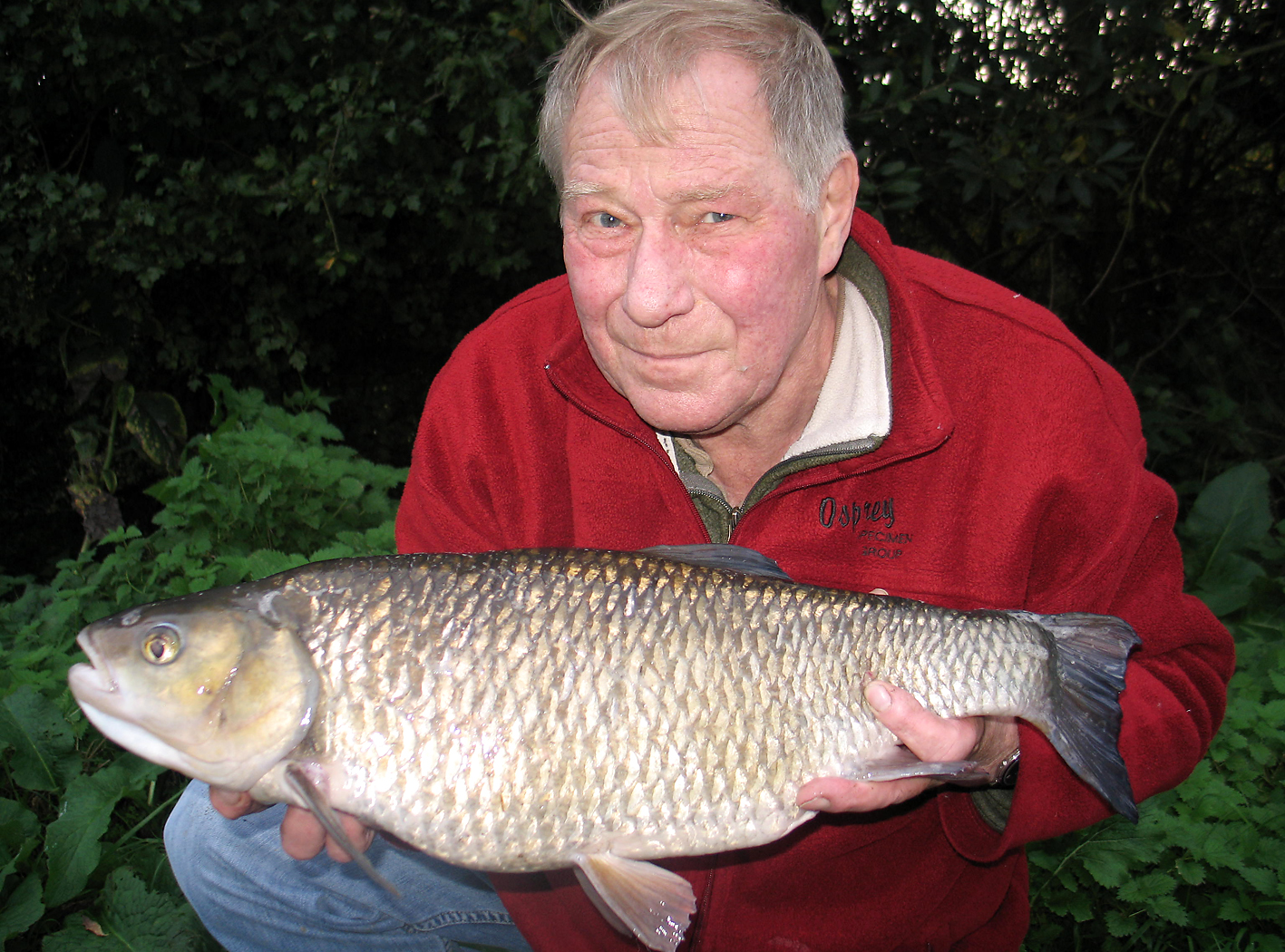 Bob with an 8lb 9oz Lea monster