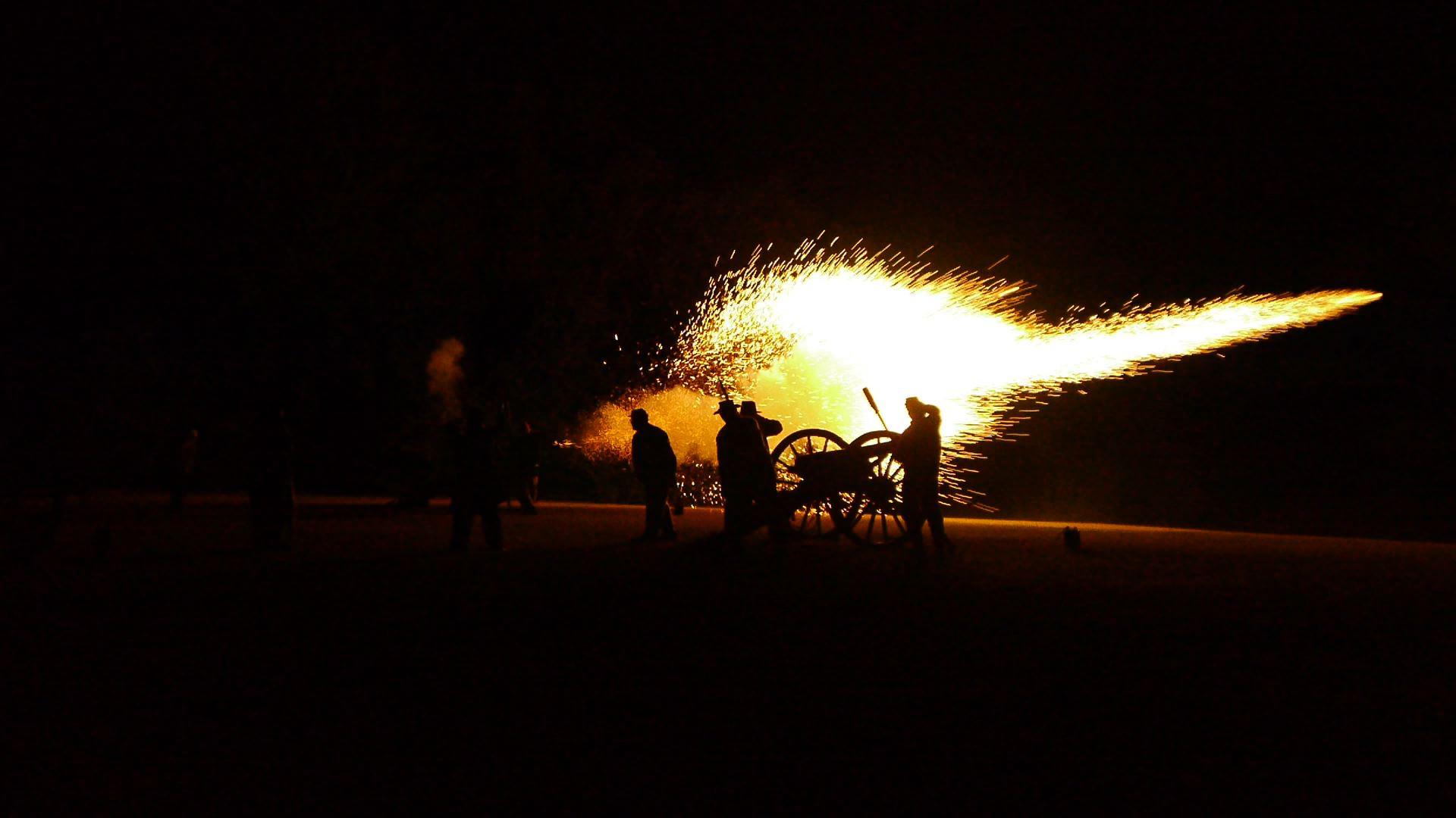 12darien_cannonfire1.jpg