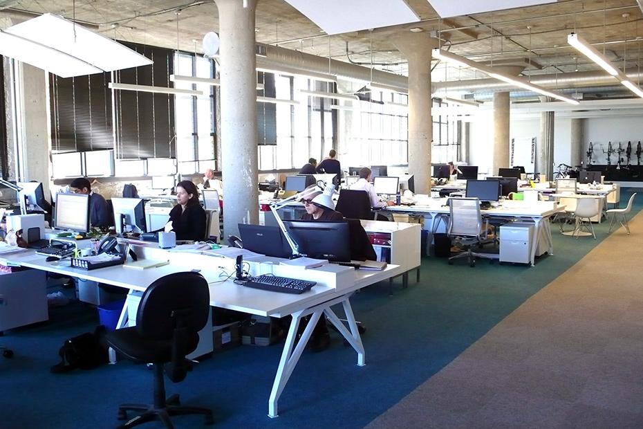 EYHOV Desks in action Team workstations