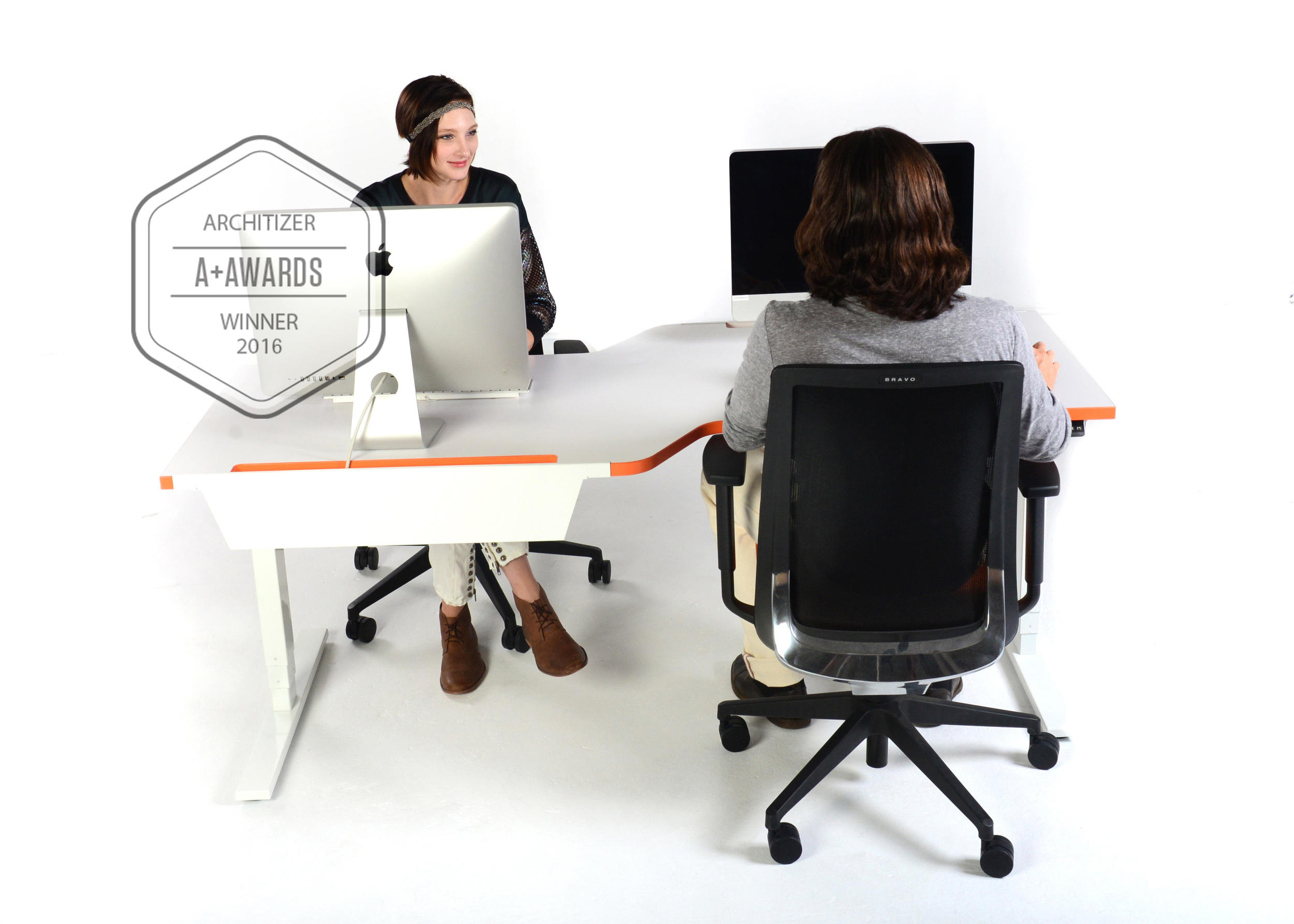 Tete-A-Tete ,is unique and the ultimate Pairing Station. Inspired by the workflow of software programers and environments where the 'working in pairs' is indispensable,David Winston developed a desk that allows a dual team to work from an ergonomic position.   For pricing and details, please contact your preferred dealer or info@scale1to1.com