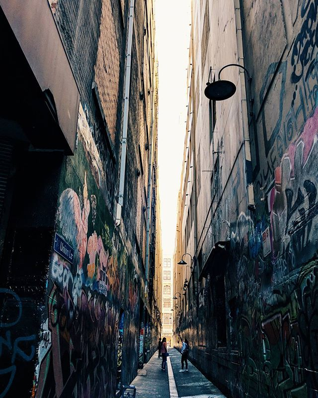 There are so many of these incredibly cool alleys in Melbourne CBD. Piss fragrances to boot. #melbourne #cbd #pixel2 #grafitti