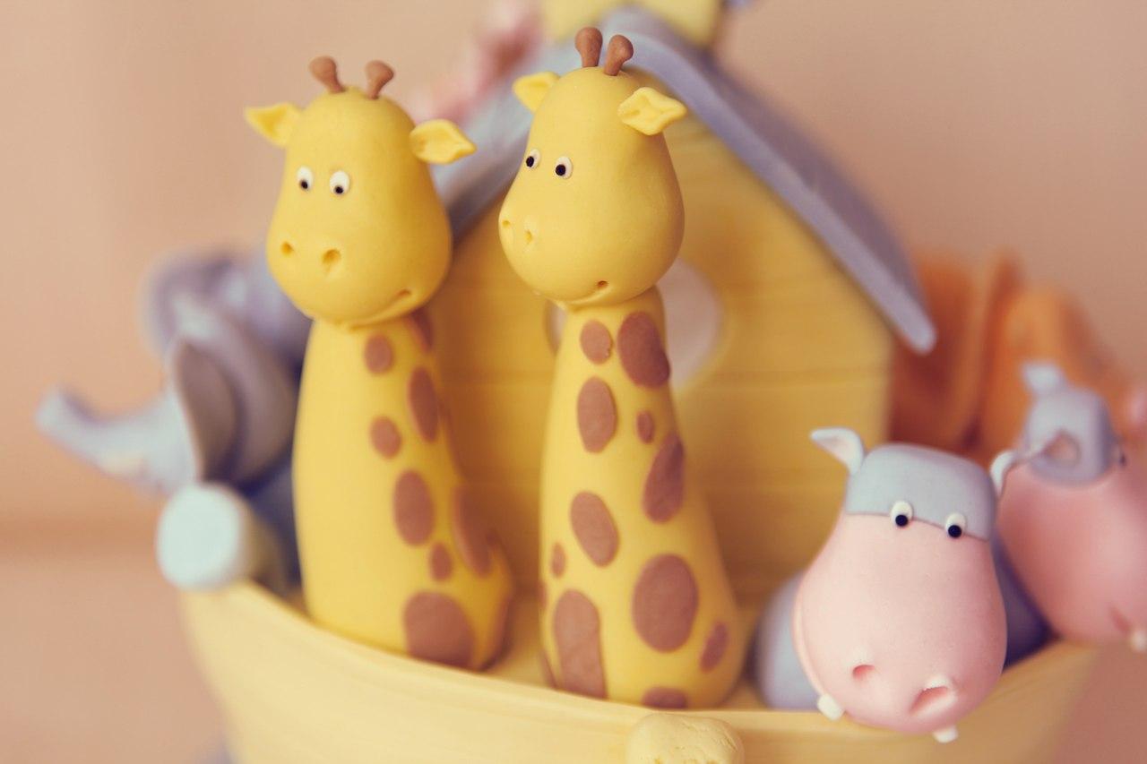 Детский торт с жирафами, бегемотами, львами, обезьянами и слонами