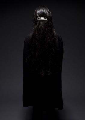 dzn_Hair-clip-on-Hair-by-Humans-Since-1982-3.jpg