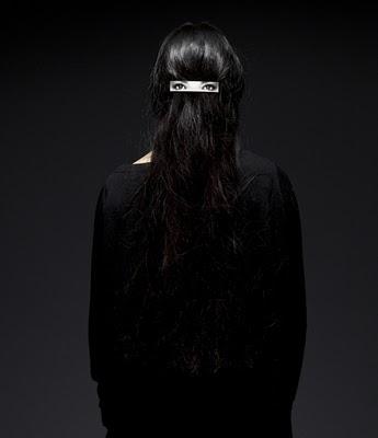 dzn_Hair-clip-on-Hair-by-Humans-Since-1982-6.jpg