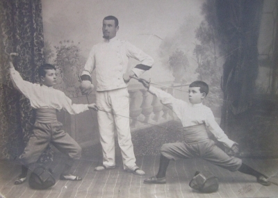 1901, photo of a French fencing master & boys-L.jpg